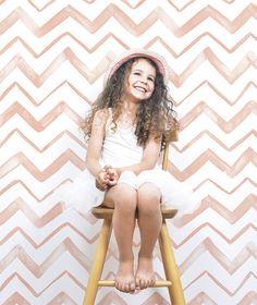 Flamingo sicksack tapeter från Lilipinso - Flamingo rosa sicksack tapeter f. - Lilly is Love Baby Bedroom, Baby Room Decor, Funky Art, Kids Wallpaper, Catalogue, Kidsroom, Kid Spaces, Baby Girl Fashion, Baby Kids