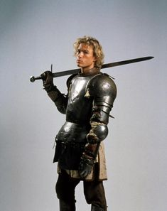 A gallery of A Knight's Tale publicity stills and other photos. Featuring Heath Ledger, Shannyn Sossamon, Rufus Sewell, Alan Tudyk and others. Heath Leadger, Avatar, Heath Ledger Joker, A Knight's Tale, Australian Actors, Por Tv, Cute Guys, Celebrity Crush, Pretty People