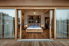 Baumhaus   Luxus   Bett   Urlaub Boutique Hotels, Jungkook Hot, Design Hotel, Outdoor Furniture, Outdoor Decor, Bed, Flora, Mountain, Wellness