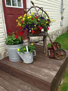 "like the galvanized containers with ""geraniums"" in them. like the galvanized containers with ""geraniums"" in … Garden Junk, Garden Art, Garden Design, Landscape Design, Rustic Gardens, Outdoor Gardens, Flea Market Gardening, Gardening Blogs, Balcony Gardening"