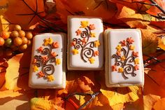Google Image Result for http://theartofthecookie.com/wp-content/uploads/2011/11/Fall-Themed-Cookies.jpg