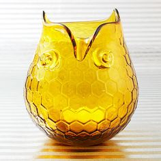 Hoot hoot! If you know someone who loves collecting owls, they'll definitely be hooting over this glass votive holder! See more ideas from Rachael's #giftguide here: http://www.rachaelraymag.com/recipes/rachaels-holiday-gift-guide/