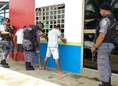 PM/balanço /Operação Paz/Tapauá Balanço divulgado pela Polícia Militar do trabalho realizado durante a Operação 'Paz' deflagrada no inicio do mês de março, no município de Tapauá (distante 448.77 km em linha reta de Manaus) alcançou o objetivo da Instituição. A ação registrou em 15 dias, abordagem de 455 pessoas. Além disso, 256 motos e 67 carros foram vistoriados, 16 bares foram fiscalizados e seis prisões foram realizadas. A operação também realizou revistas em celas de presos de justiça…