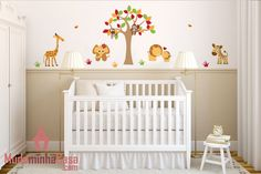 Decore o quarto do bebê com os adesivos de parede Animais do Safari do Mudo Minha Casa. São vários bichinhos, cada qual mais lindo e com qualidades diferentes que ajudam a promover o bom humor e favorecem um ambiente alegre e descontraído ideal para o quarto do bebê.