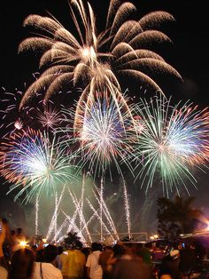 The city of Cebu in the Philippines is going to attempt to break the world record for the number of rockets set off in less than 30 seconds. Happy 4 Of July, Fourth Of July, Firework Rocket, Fire Works, Fireworks Show, Bonfire Night, Cebu, World Records, Photo Wallpaper
