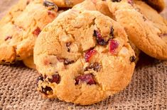 These Cranberry Cookies combine the a few simple ingredients to create a Nutrisystem-approved flex snack that is sure to satisfy your sweet craving. Easy Holiday Cookies, Holiday Cookie Recipes, Cranberry Cookies, Cookies Au Quinoa, Sweet Potato Cookies, White Chocolate Cookies, Chocolate Cherry, Chocolate Chips, Dessert Spoons
