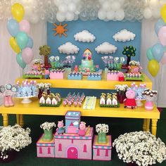 Piggy Party Ideas for Kids, Bright Table Decorations and Centerpieces Pig Birthday, 3rd Birthday Parties, Birthday Party Decorations, Table Decorations, Cumple Peppa Pig, Pig Party, Birthdays, George Pig, Peppa Big