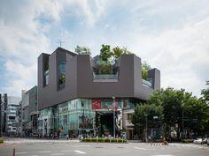 Tokyu Plaza Omotesando-Harajuku branch (東急プラザ 表参道原宿). / Architect : Hiroshi Nakamura, Takenaka Corporation (設計:中村拓志、竹中工務店).