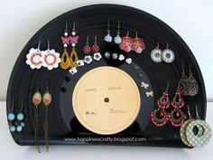 Happiness Crafty: DIY Vinyl Record Earring Holder by Happiness Crafty