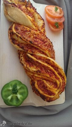 Ostoros pizza Bacon, Pizza, Breakfast, Food, Caramel, Morning Coffee, Essen, Meals, Yemek