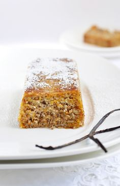 Anja's Food 4 Thought: Vanilla Pumpkin Almond Bread - there has to be a way to get rid of the disgusting coconut sugar & sub something else. Sweet Recipes, Whole Food Recipes, Cake Recipes, Dessert Recipes, Bread Recipes, Almond Bread, Almond Cakes, Muffins, Mets