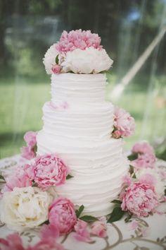 Garden inspired wedding cake: http://www.stylemepretty.com/little-black-book-blog/2013/12/27/greenville-country-club-wedding/ | Photography: Readyluck - http://readyluck.com/