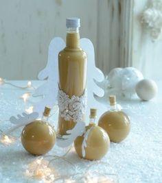 Potěšte své přátele jedlým dárkem, který sami s láskou připravíte Czech Desserts, Cocktail Recipes, Cocktails, Irish Cream, Baileys, Small Gifts, Healthy Drinks, Christmas Cookies, Smoothies