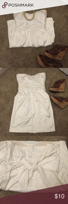 NWOT - White Mini Dress Brand New W/Out Tags, never worn. Purchased at papaya. Tag branded: Mind Code. Sweetheart neckline with slight padding on shell. Front pockets, back tie. Back zip. Hits about slightly above knee length. Dresses Mini