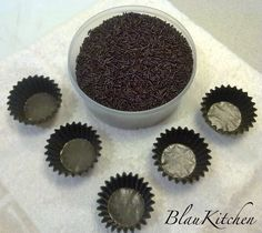Fideos de chocolate y moldes de papel