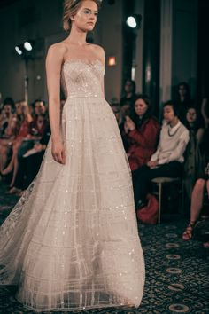 Mira Zwillinger Spring 2016 Bridal / Photo: The LANE http://thelane.com/style-guide/fashion/bridal/mira-zwillinger-bridal-spring-2016
