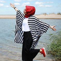 Plaid and Stripped Dress Inspiration for Hijabies – Girls Hijab Style & Hijab Fashion Ideas Abaya Fashion, Kimono Fashion, Modest Fashion, Girl Fashion, Fashion Outfits, Kimono Outfit, Fashion Ideas, Hijab Casual, Hijab Chic