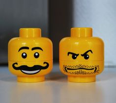 Have fun cooking with the Lego Minifigure heads making you smile when you use the salt and pepper!