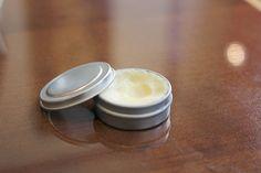 シアバターとアロマ(精油)をブレンドして作る、手作り万能クリームの作り方をご紹介します。