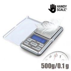 Www.regalosom. ¡Ya puedes pesar los objetos más pequeños con la estupenda báscula digital de precisión Handy Scale! Una práctica y manejable balanza con tapa protectora acrílica y base de peso de acero inoxidable. Ideal para pesar joyas, monedas, o pequeñas cantidades de ingredientes para cocinar. Tamaño de bolsillo. Autocalibración y pantalla LCD retroiluminada. Rango de peso desde 0,1 hasta 500 g (precisión 0,1 g). Medición en g, oz, dwt y ct. Función de tara y apagado automático en 30…