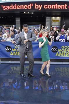 Michael Strahan and Amy Robach bust a move to Britney! Watch Michael's interview with Britney Spears here: http://abcn.ws/1rH8gjc