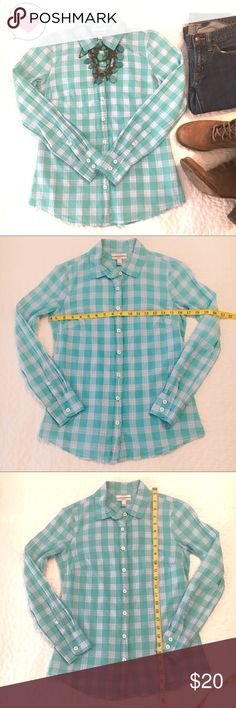 J. Crew Perfect Mint Plaid Button Down Shirt 0 J. Crew Perfect Button Down Shirt in Mint Plaid Size 0.  This really is the perfect shirt with darts to slim and a feminine fit.  True to size.   Lightweight 100% Cotton.  Perfect for all year long to wear alone or layer. J. Crew Tops Button Down Shirts
