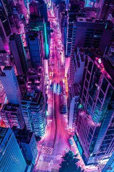 Fotografías aéreas de paisajes urbanos bañadas en un resplandor de neón Aesthetic Iphone Wallpaper, Aesthetic Wallpapers, City Wallpaper, Pink Neon Wallpaper, Cityscape Wallpaper, Cityscape Art, Aesthetic Backgrounds, Neon Licht, Neon Noir