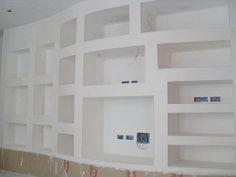libreria-in-cartongesso Cabinet Door Storage, Cabinet Doors, Library Wall, Drywall, Ideas Para, Decoration, Bookcase, Garage Doors, Sweet Home