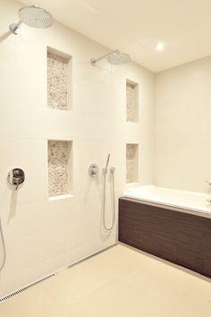 Vaalea kylpyhuone syvennyksillä ABL-laatat #kylpyhuone #laatat #vaalea #syvennykset #jokikivi #beige #valkoinen #abl #abllaatat