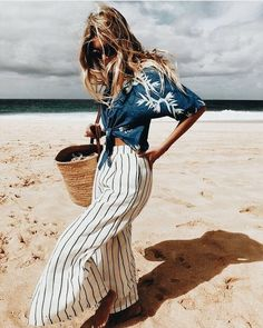 Casual chic vacation outfit.
