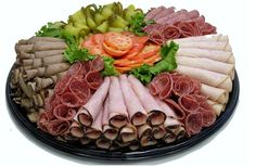 Pickle Platter Serves: 4 Prep Time: 10 minutes What you need Red Bell… Meat Cheese Platters, Deli Platters, Deli Tray, Meat Trays, Meat Platter, Food Platters, Cheese And Cracker Tray, Turkey Platter, Plateau Charcuterie