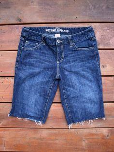 DIY jeans refashion: DIY cutoff jeans shorts