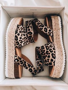 Sapatos Sandalias Fashion Shoes for a Great Price Dream Shoes, Crazy Shoes, Cute Shoes, Me Too Shoes, Elegantes Outfit Frau, Mode Streetwear, Mode Vintage, Mode Inspiration, Mode Style