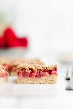 Healthy Strawberry Crumble Bars - These strawberry bars have cookie crust berry filling & streusel topping. Secretly guilt-free with no eggs dairy refined flour or sugar! Healthy Strawberry Recipes, Strawberry Oatmeal Bars, Strawberry Crisp, Strawberry Desserts, Cookie Crust, Cookie Bars, Clean Eating Desserts, Healthy Desserts, Healthy Foods