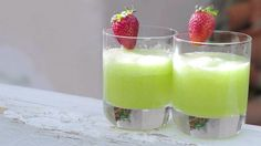 Okurkové smoothie s ginem Foto: Marek Dienstl Daiquiri, Mojito, Guacamole, Glass Of Milk, Panna Cotta, Smoothies, Food And Drink, Pudding, Fresh