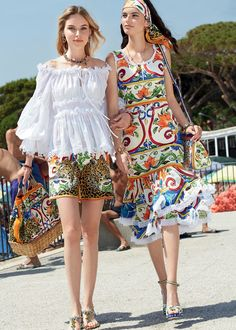 Discover the new Dolce&Gabbana Women's Mondello Collection for Spring Summer 2018 and get inspired.