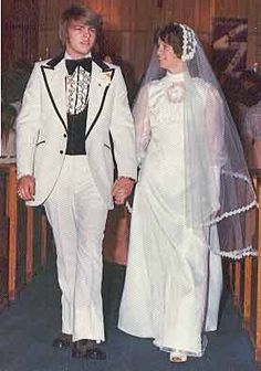 Do you need wedding tips? Chic Vintage Brides, Vintage Wedding Photos, Vintage Bridal, On Your Wedding Day, Wedding Bride, Wedding Tips, Bride Groom, Wedding Gowns, 1970s Wedding