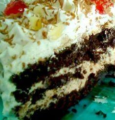 Mια εύκολη, ανάλαφρη και γευστική τουρτα, τέλειο σοκολατένιο παντεσπάνι, με τη γεύση του αγαπημένου μας κεικ σοκολάτας! Και φυσικ... Cookbook Recipes, Cooking Recipes, Food Styling, Tiramisu, Cheesecake, Pie, Tasty, Chocolate, Sweet