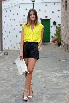 Soft look: yellow blouse with soft shorts and accesoires in a neutral colour.