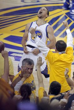 Stephen Curry (30) celebrates in the final seconds of the fourth quarter the Golden State Warriors played the Oklahoma City Thunder in Game 7 of the Western Conference Finals at Oracle Arena in Oakland, Calif., on Monday, May 30, 2016. Photo: Carlos Avila Gonzalez, The Chronicle