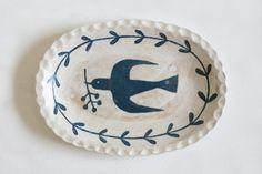 Want to paint pottery! Makoto Kagoshima ++ via fine little day Ceramic Clay, Ceramic Painting, Ceramic Plates, Ceramic Pottery, Pottery Art, Decorative Plates, Kagoshima, Earthenware, Stoneware