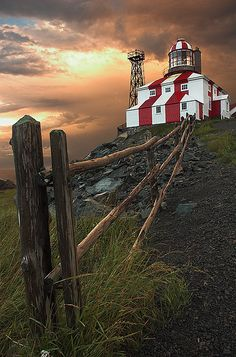 IS THIS A LIGHTHOUSE OR A MAGNIFICENT RED & WHITE BARN???...........ccp