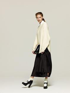 #1 Knit:AERON/¥50,760 Shirt:MACPHEE/¥10,800 Skirt:MACPHEE/¥30,240 Bag:LITTLE LIFFNER/¥69,120 Shoes:SAMPLE