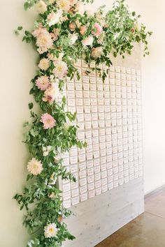 You can even find simple yet beautiful ways to display your wedding seating arrangements so that you do not have to spend a fortune on that detail. Wedding Place Cards, Wedding Table, Rustic Wedding, Nautical Wedding, Wedding Stuff, Seating Arrangement Wedding, Seating Chart Wedding, Floral Arrangement, Karten Display