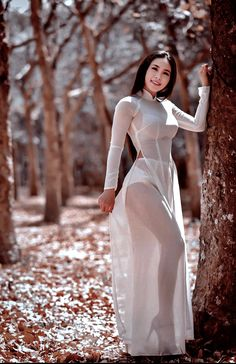 Beautiful Girl Image, Beautiful Asian Women, Beautiful Celebrities, Cute Asian Girls, Ao Dai, The Dress, Traditional Dresses, Asian Fashion, Asian Woman