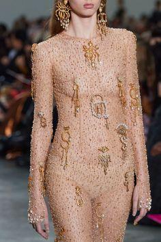 Elsa Schiaparelli, Haute Couture Dresses, Couture Fashion, Couture Details, Fashion Details, Vogue Paris, High Fashion, Fashion Show, Fashion Styles