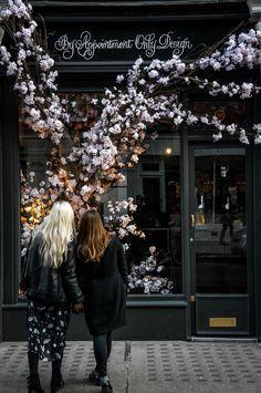 What's the nattiest neighborhood in London? Marylebone!!! beautiful, window shopping, flowers, spring, girls, friendship, best friends, London Weekend Guide, Insidertipps, Geheimtipps, 3 Days Weekend Trip, Sketch, Tate Modern Museum, China Town, Dim Sum, Sightseeing