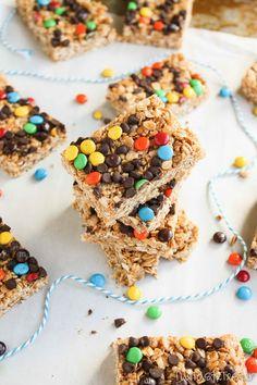 Mini M Chewy Granola Bars #recipe | www.the-taste-tester.com