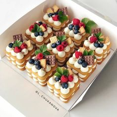 Cupcakes, Cupcake Cakes, Fancy Desserts, Delicious Desserts, Bakery Recipes, Dessert Recipes, Patisserie Fine, Beautiful Birthday Cakes, Cake Shapes