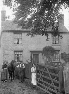 This cottage was part of the farm buildings of Eggington Farm. In about 1902 the house was occupied by Alfred Davies who worked on the farm. Antique Photos, Vintage Pictures, Vintage Photographs, Old Pictures, Old Photos, History Of Photography, White Photography, Farm Paintings, Farm Cottage